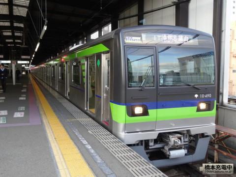デザインが一新した都営10-300形3次車(10-490F) 外装・内装を従来車との比較