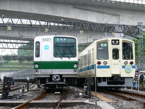 東京メトロ6000系と並ぶ小田急9000形