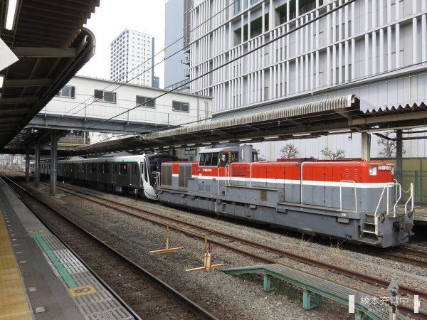 DE11 2004+東急2020系2128F