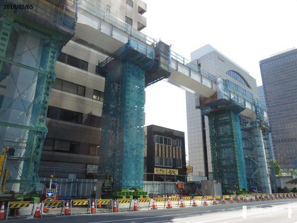 都産貿浜松町館と浜松町駅を結ぶ高架歩道(2018年5月)